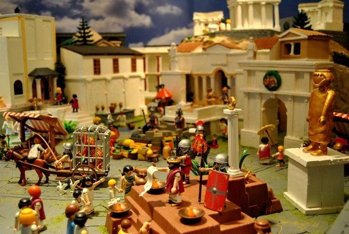 Playmobil inaugura su Belén navideño en Granada con fines sociales