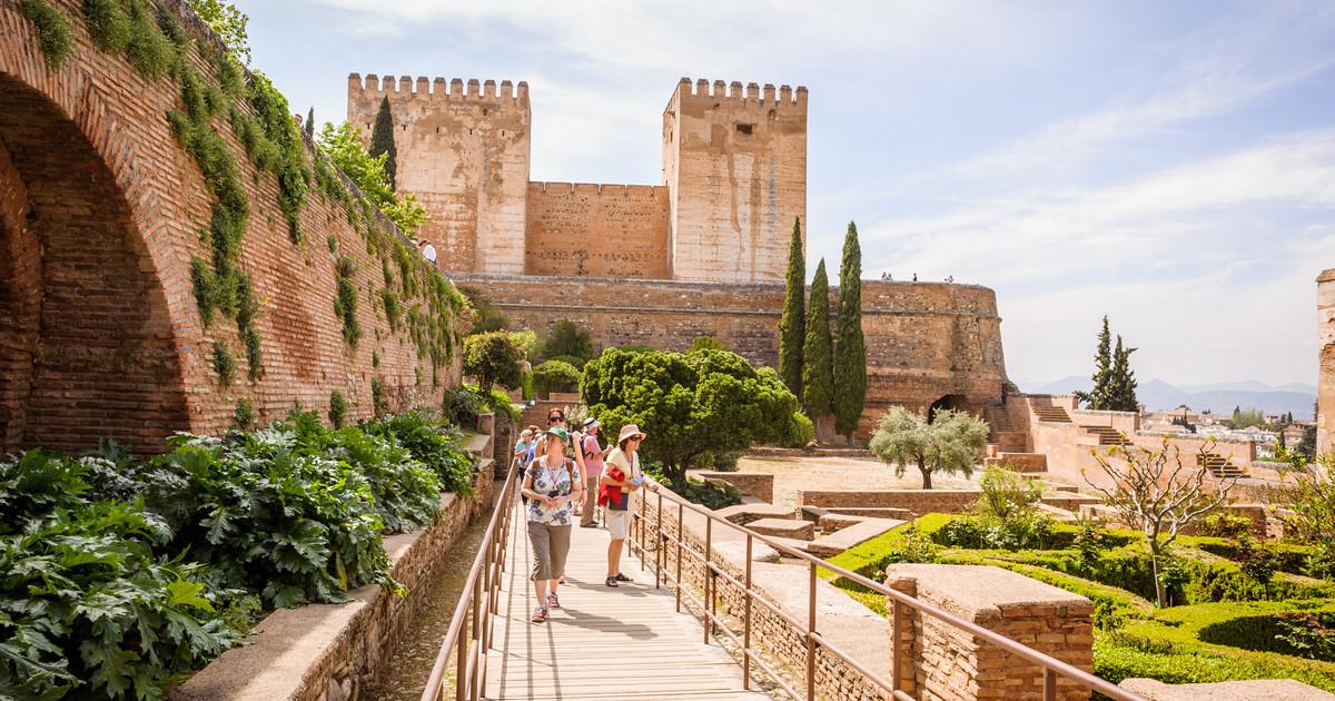 """Walk in Granada y Nhüe denuncian que """"la Alhambra es insolidaria"""""""