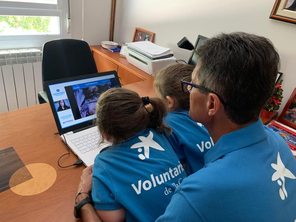 """Los Voluntarios de """"la Caixa"""" han impulsado 800 iniciativas durante la pandemia para ayudar a más de 28.000 personas"""