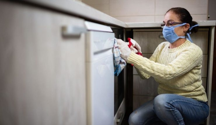 Cáritas ha asesorado en solo un año a más de 400 trabajadoras de hogar  en materia de empleo. Las condiciones laborales de estas trabajadoras han empeorado durante la pandemia.