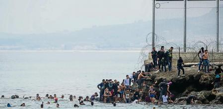 La REDGRA (Red granadina por la acogida y el refugio) denuncia la vulneración de derechos que se está dando en Ceuta