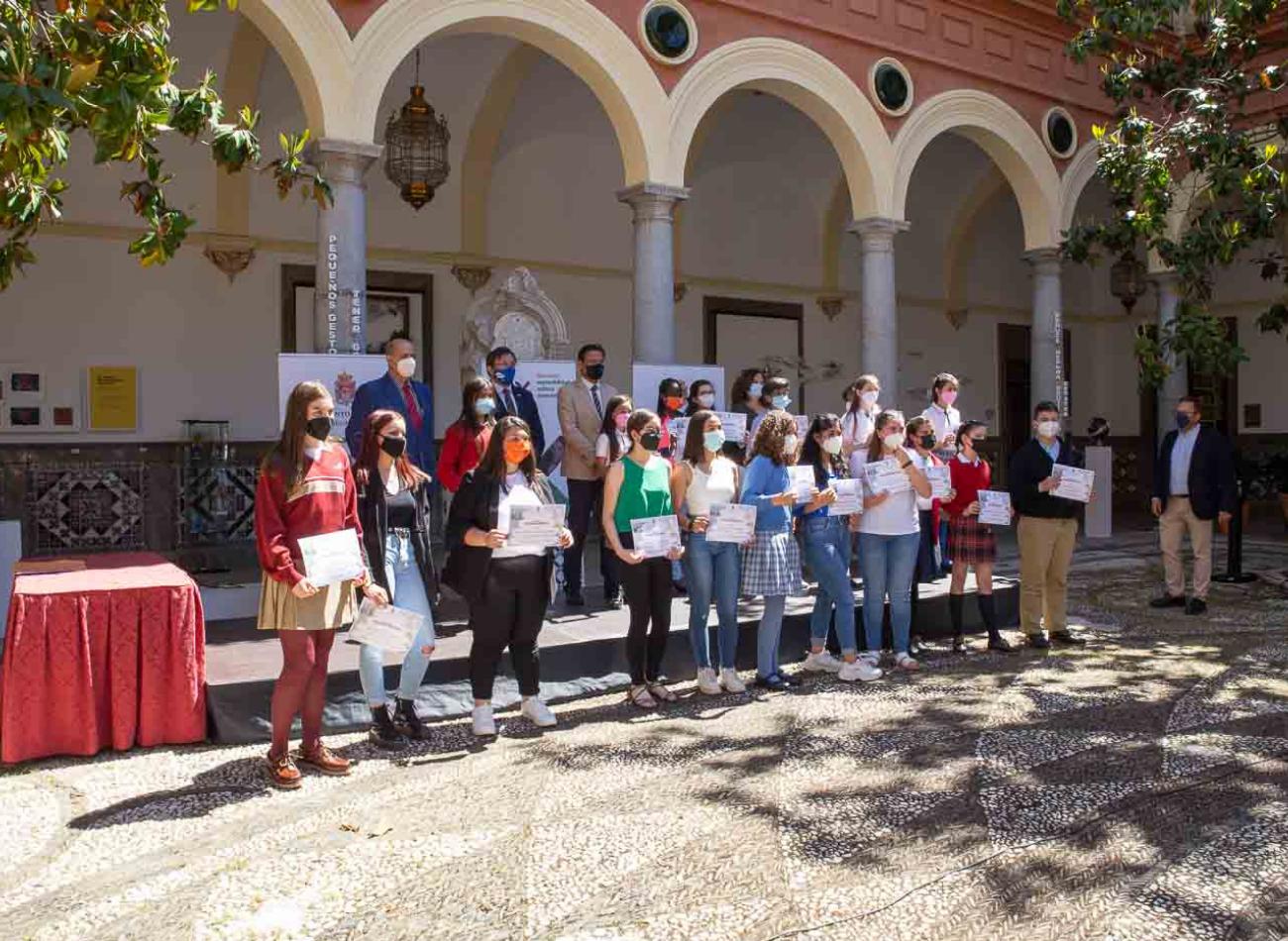 """El ayuntamiento reconoce """"El esfuerzo, trabajo y trayectoria personal"""" de los alumnos de educación primaria y secundaria"""